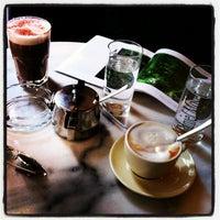 Foto tirada no(a) Café Daniel Moser por Paul W. em 9/14/2013