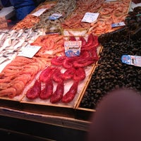 Photo taken at Mercado de Las Ventas by Pakus Futurobloguero on 12/7/2012