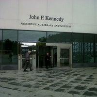 Foto tomada en John F. Kennedy Presidential Library & Museum por Serge D. el 10/19/2012
