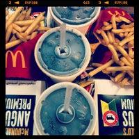 Foto tirada no(a) McDonald's por Fer em 4/3/2013