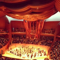 Foto tomada en Walt Disney Concert Hall  por Holly H. el 12/16/2012