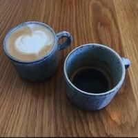 Foto tomada en General Porpoise Coffee & Doughnuts por Christopher L. el 7/29/2017