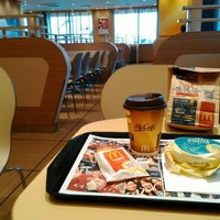 Photo taken at McDonald's by chinkui ち. on 2/12/2016