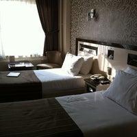 Das Foto wurde bei Soyic Hotel von Alev am 10/26/2012 aufgenommen