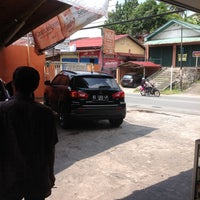 Photo taken at Pondok Service Car Wash by Arief B. on 10/6/2013