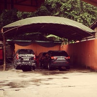 Photo taken at Pondok Service Car Wash by Arief B. on 1/5/2014