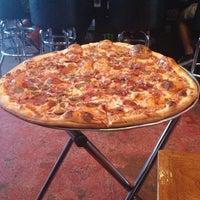 8/16/2013 tarihinde Zulema C.ziyaretçi tarafından Serious Pizza'de çekilen fotoğraf