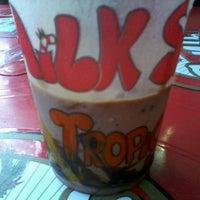 Foto tirada no(a) Milk Shake Tropical por Fabi M. em 3/10/2013