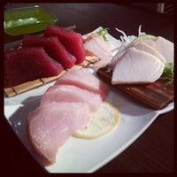 Photo prise au Akiko's Restaurant & Sushi Bar par Sam X. le5/14/2013