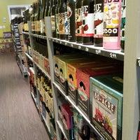 Photo prise au Bottles & Cans par Todd T. le9/29/2013