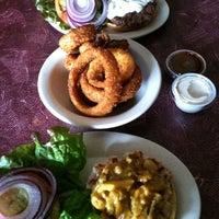 Снимок сделан в Tioli's Crazee Burger пользователем Jennifer 2/19/2013