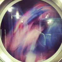 Foto tirada no(a) Light'n Your Load Laundromat por Mark W. em 9/21/2013