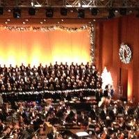 Снимок сделан в Jones Hall пользователем Laura B. 12/15/2012
