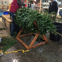 Photo taken at Lowe's Home Improvement by Kelly on 12/2/2017
