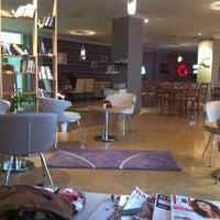 รูปภาพถ่ายที่ W Cafe Brasserie โดย Ezgi Y. เมื่อ 12/7/2012