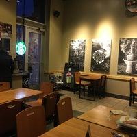 Foto tirada no(a) Starbucks por Jennifer S. em 10/30/2017