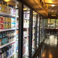 Foto scattata a North Buena Deli and Wine Shop da Bill R. il 10/11/2017