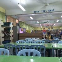 Photo taken at Sekolah Menengah Kebangsaan Tinggi Setapak by Aathavan R. on 3/13/2014