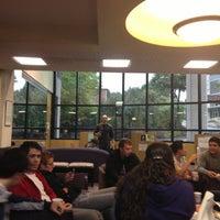Foto tomada en Weinberg Memorial Library (University of Scranton) por Moroj A. el 9/29/2012