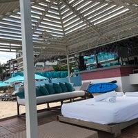 Foto tomada en Mantamar Beach Club • Bar & Grill por Matthew O. el 7/2/2017