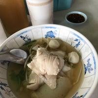 Photo taken at ก๋วยเตี๋ยวปลาวี.ไอ.พี. by MyMelodySine on 7/1/2017