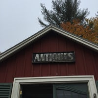 Photo taken at Reed's Antiques & Collectables by Batman's Wife on 10/22/2016