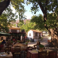 8/9/2017 tarihinde Nilay Ozgurziyaretçi tarafından Kazaviti Traditional Restaurant'de çekilen fotoğraf