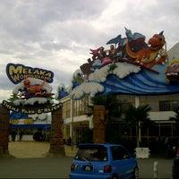 Photo taken at Melaka Wonderland by Akmal N. on 4/6/2013