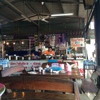 Photo prise au ข้าวแกงธงฟ้า-ปลาร้าสับไฮโซ par So S. le9/6/2014