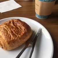 Foto scattata a Caribou Coffee da Pavel K. il 8/9/2018