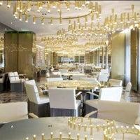 Foto scattata a Dolce & Gabbana Gold Restaurant da A.A il 9/9/2013