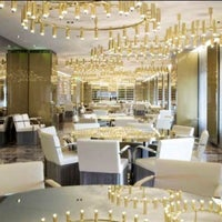 Foto diambil di Dolce & Gabbana Gold Restaurant oleh J.J pada 9/9/2013