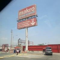 Photo taken at MAKRO COMAS by Giancarlo O. on 8/7/2017