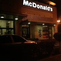 Foto tirada no(a) McDonald's por Manoela M. em 10/7/2012