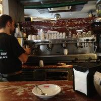 Foto scattata a George Byron Cafe da Supermax il 5/25/2013