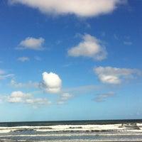 Photo taken at Praia by Daiane on 3/29/2013
