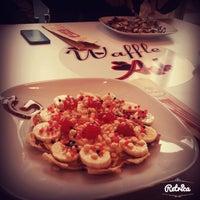 รูปภาพถ่ายที่ Waffle Aşkı Plus CAFE โดย Gülçin A. เมื่อ 10/30/2014