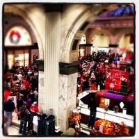 Das Foto wurde bei Macy's von Alison am 11/23/2012 aufgenommen