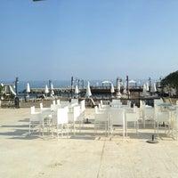 7/18/2013 tarihinde Sanderziyaretçi tarafından Ada Beach Hotel'de çekilen fotoğraf