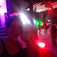 Foto tomada en Dance Floor por Krito H. el 6/23/2018