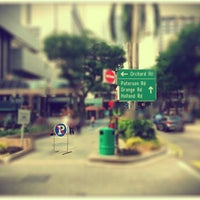Photo taken at OldTown White Coffee by Pohan on 10/14/2012