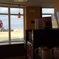 Photo taken at Dunkin Donuts by Emtenan M. on 3/21/2014