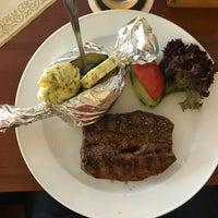 Das Foto wurde bei Buffalo Steakhaus von Matthias am 5/10/2017 aufgenommen