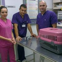 Photo taken at Atakoy veteriner poliklinigi by Ozlem K. on 9/30/2013