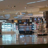 Photo taken at DFS Galleria Duty Free by Alfian A. on 12/6/2012