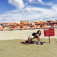 Photo taken at Lido Beach Spiaggia Libera Lido Di Camaiore by Кузя on 9/20/2015