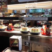 Foto tirada no(a) Kura Revolving Sushi Bar por 🌸🌼🌺Claire🌺🌼🌸 em 8/17/2018
