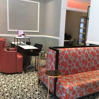 Foto tirada no(a) The Red Door Salon & Spa Union Square por Tiffany L. em 5/21/2017