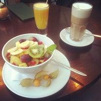 Foto tirada no(a) Café Leonar por Denis em 11/28/2012