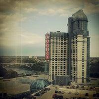 Foto diambil di Niagara Fallsview Casino Resort oleh Ayan S. pada 9/29/2012